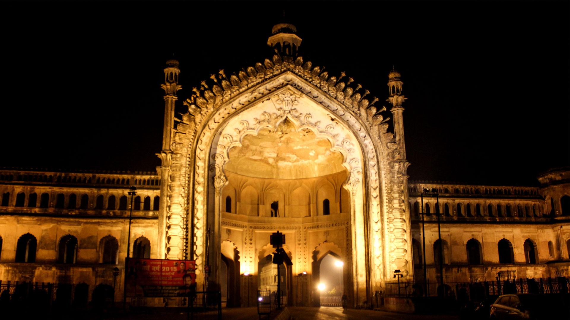 Rumi Darwaza, Lucknow