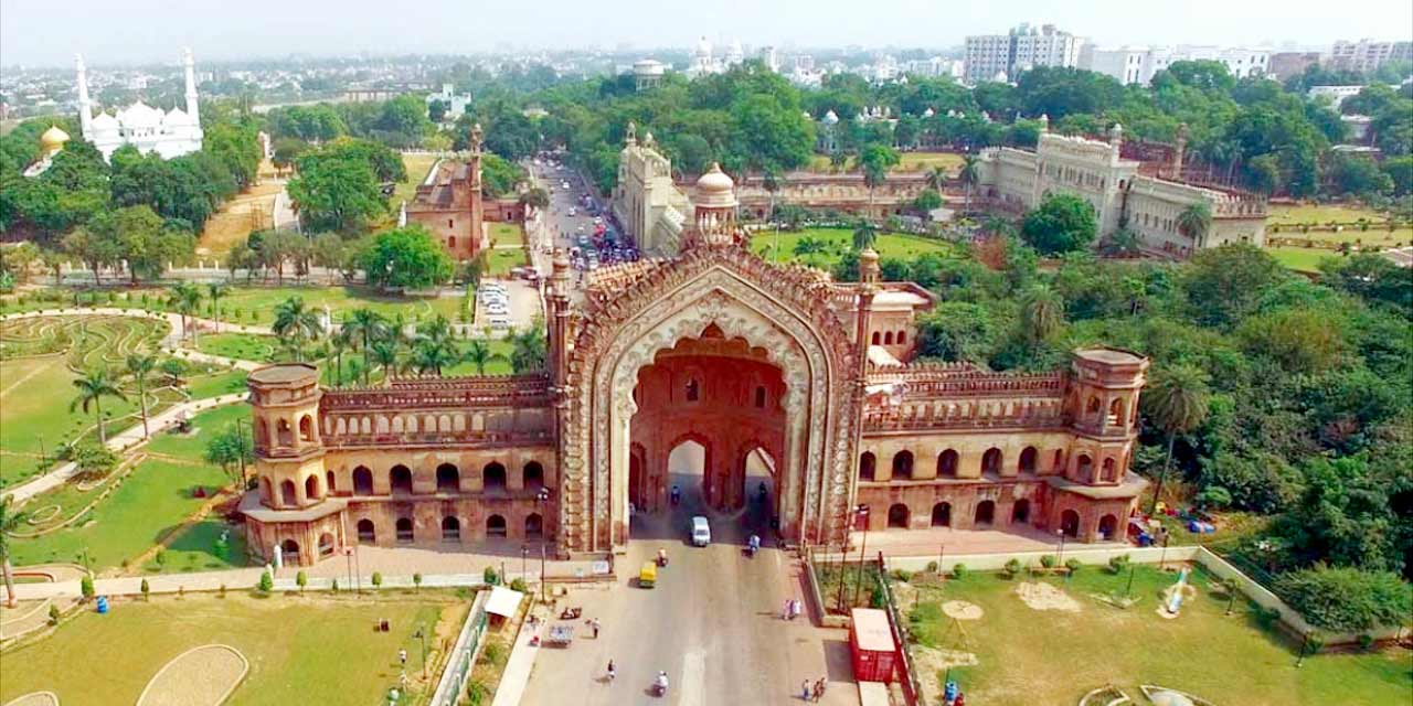 Get mesmerized at Rumi Darwaza, a gateway to Lucknow