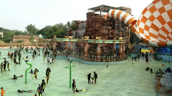 Blue World Water and Amusement Park in Kanpur