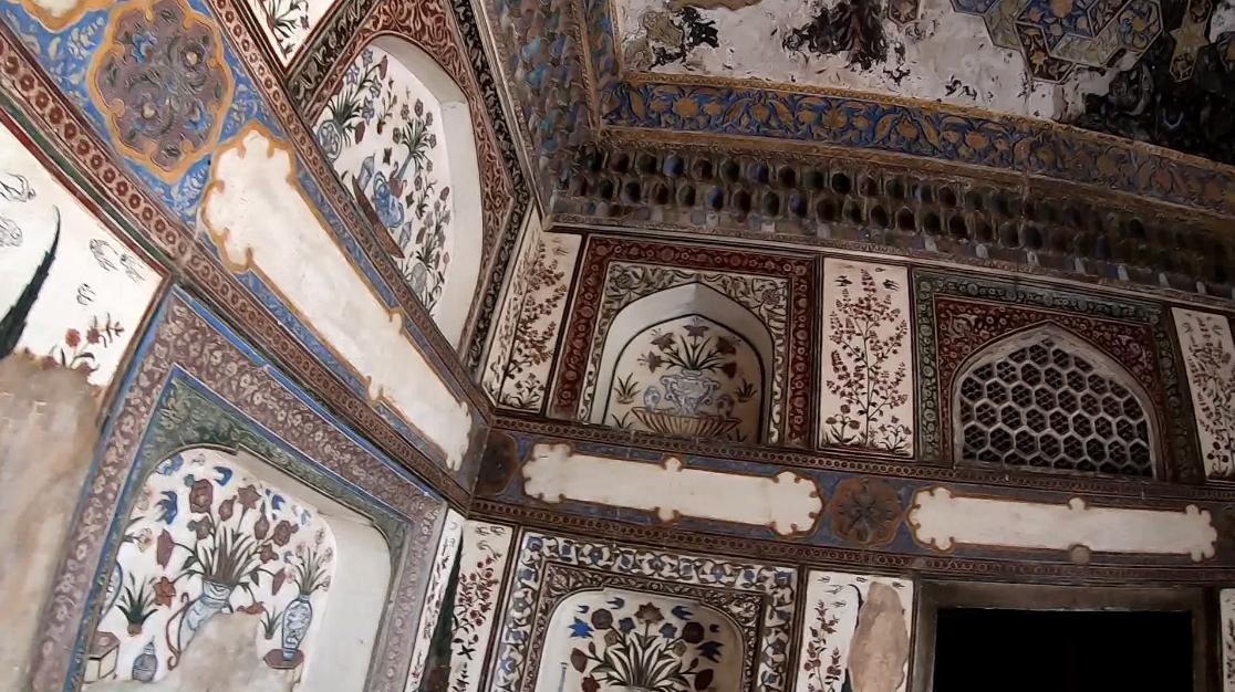 Itmad ud Daulah Tomb Interior