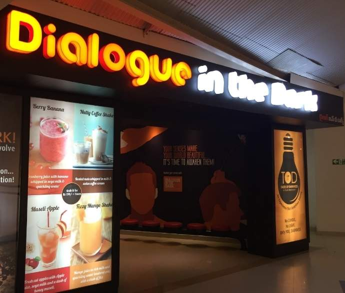 'Dialogue in the Dark' – This Hyderabad Restaurant serves meals in Complete Darkness