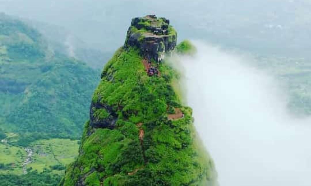 View on the way to Kalavantin Durg